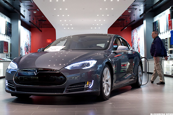 Here S What It Looks Like Inside Tesla S Massive Factory