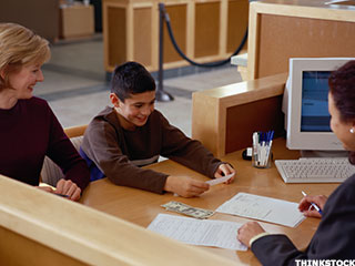 'Never Too Early' to Open Your Kid a Bank Account