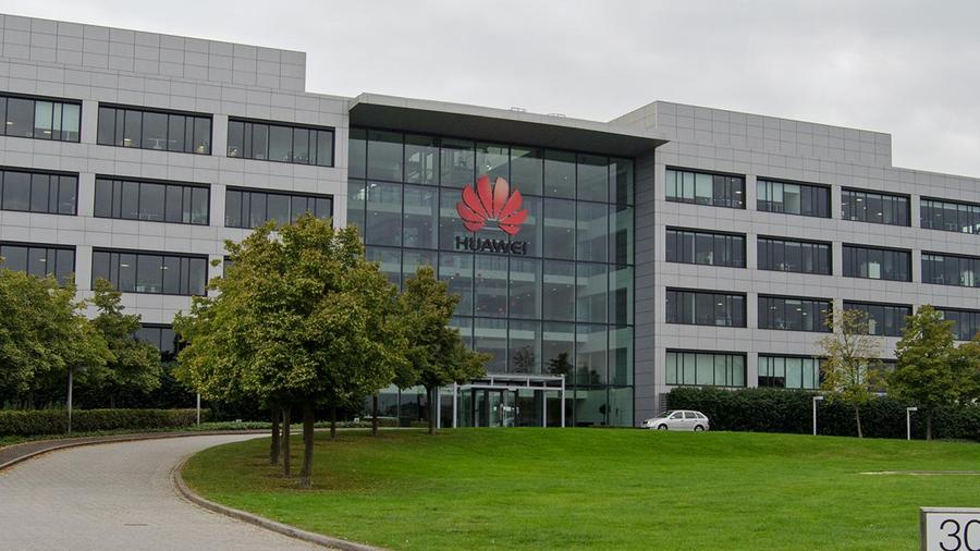 Huawei Releases First High-End U.S. Smartphone to Compete With Apple