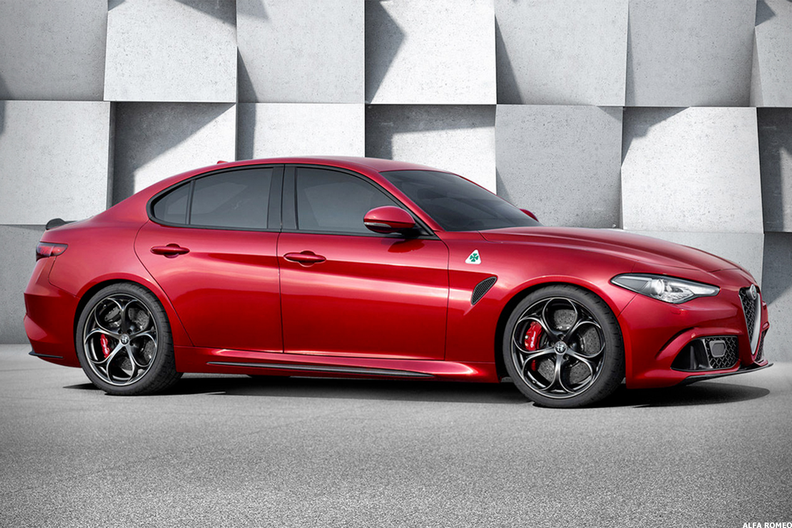 fiat chrysler fcau unveils new alfa romeo sedan as it spruces up for possible merger thestreet. Black Bedroom Furniture Sets. Home Design Ideas