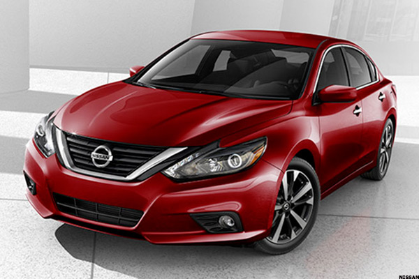 nissan altima a good car but not good enough thestreet. Black Bedroom Furniture Sets. Home Design Ideas
