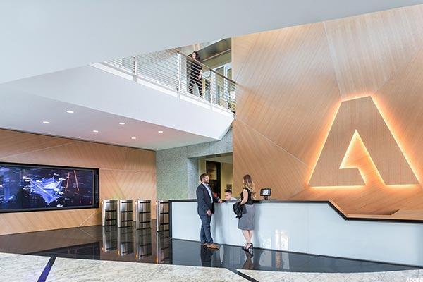 Adobe Up 4% on FYQ2 Beat, Higher Q3 View