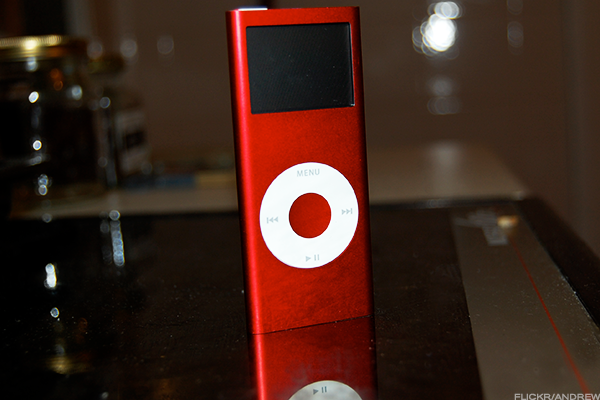 Apple discontinues older iPod models Shuffle, Nano