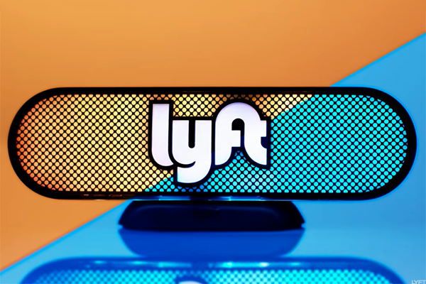 Uber and Lyft extend ride-share rivalry to major credit card deals