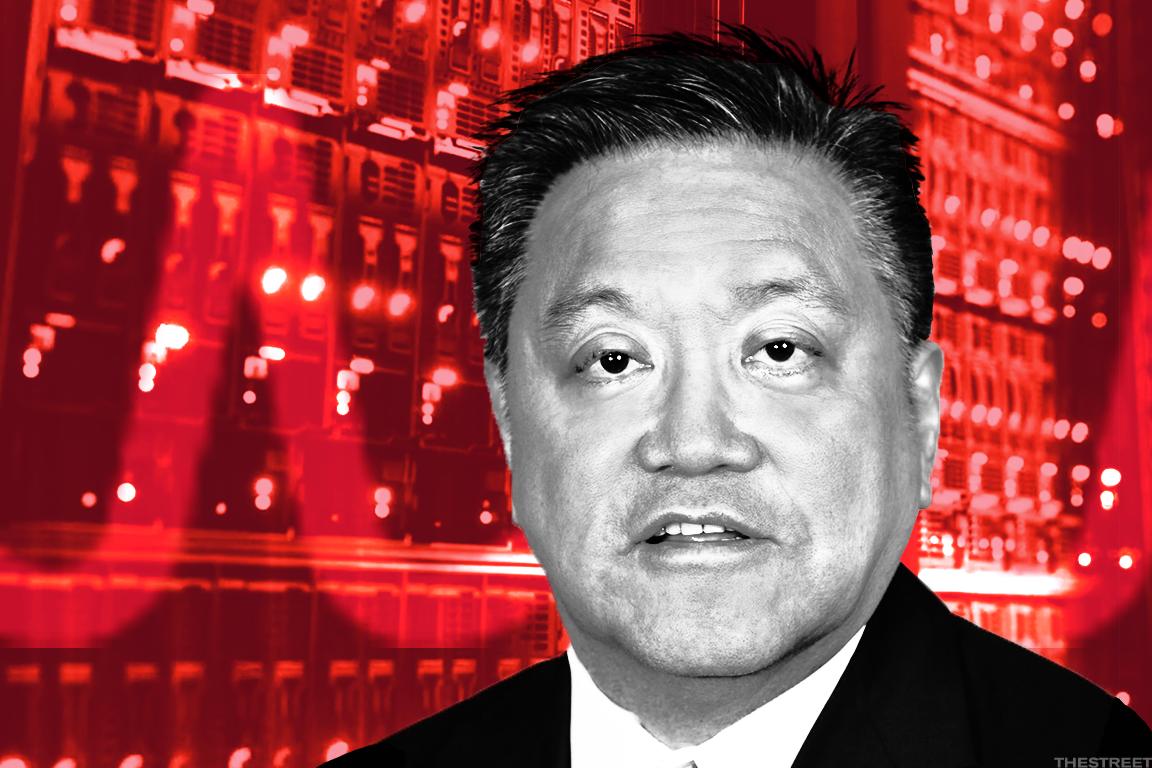 Inside Broadcom (NASDAQ:AVGO) CEO's Latest Strategy to Woo Qualcomm