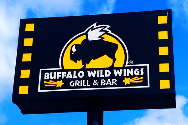 T he Buffalo Wild Wings Happy Hour Specials consist of drinks as well as appetizers and dishes that are heavily discounted. So, if you like to getting deals and don't mind eating a little before or after the normal dinner hours, you must check out the happy hour deals that they offer at Buffalo Wild Wings .