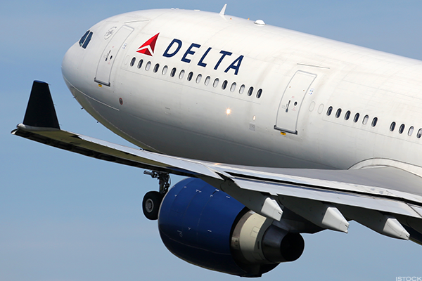 Delta profit misses estimates, but revenue rises