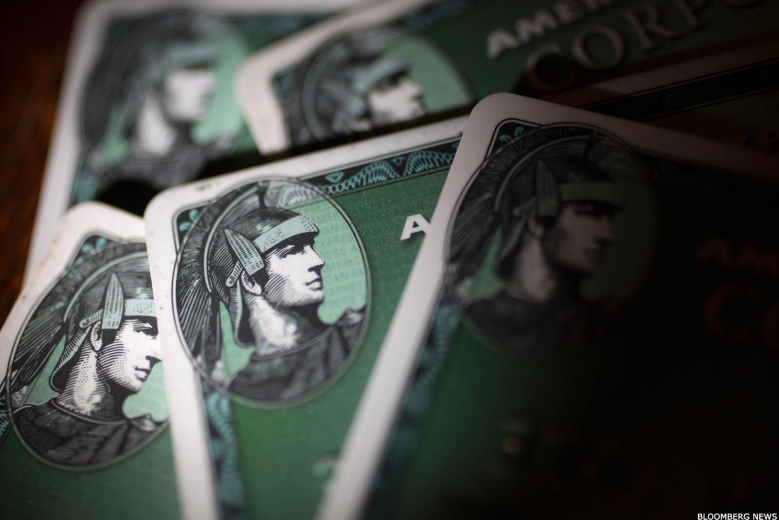 Warren Buffett Gives Retiring American Express CEO Two