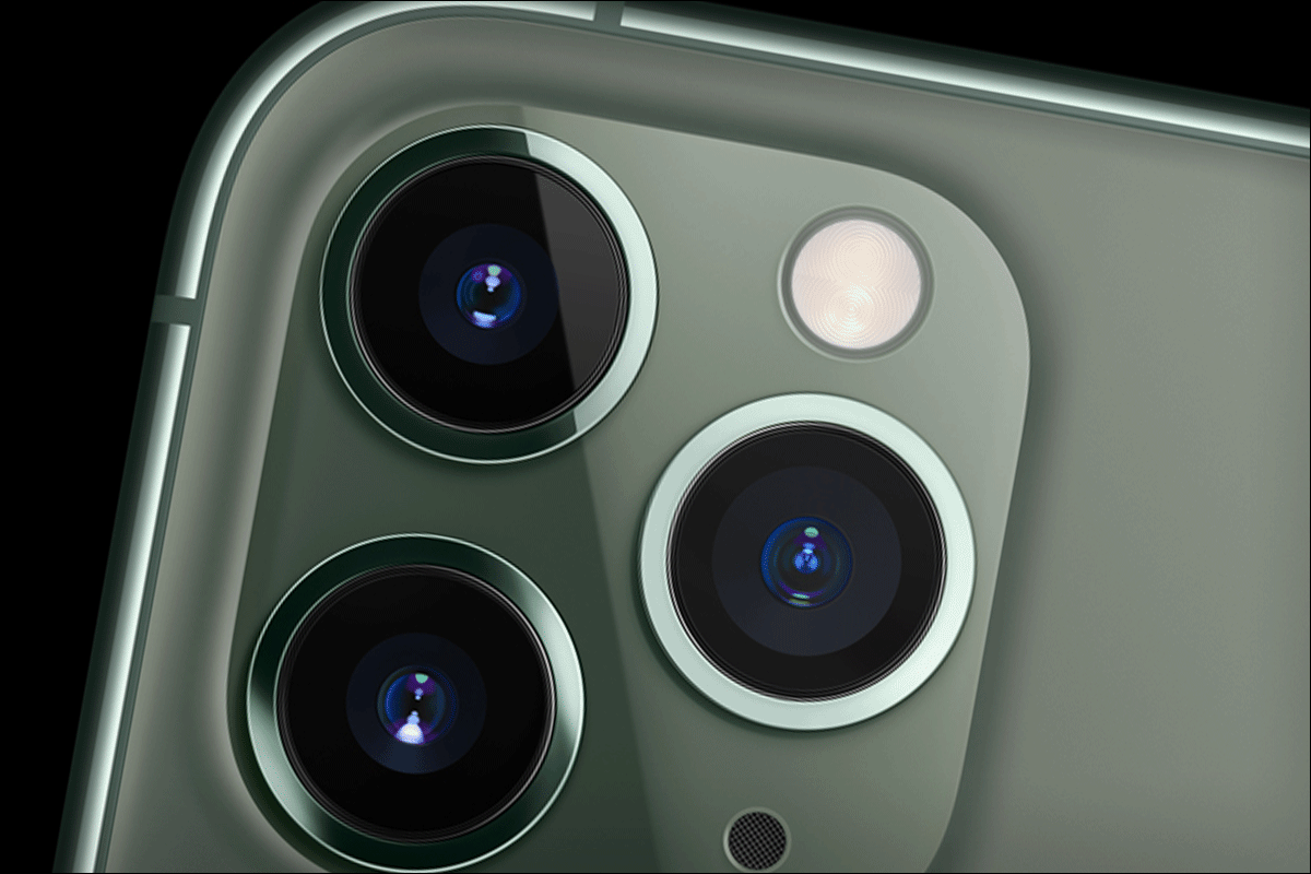 Apple Banks on Cameras, Battery Life and Revamped Pricing to