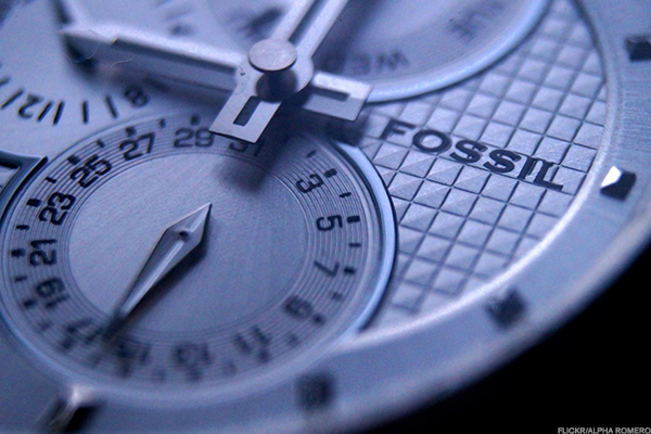 Fossil shares sink after company loss and watch sales drop again