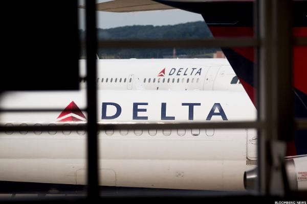 Delta cuts passenger unit revenue forecast, shares drop