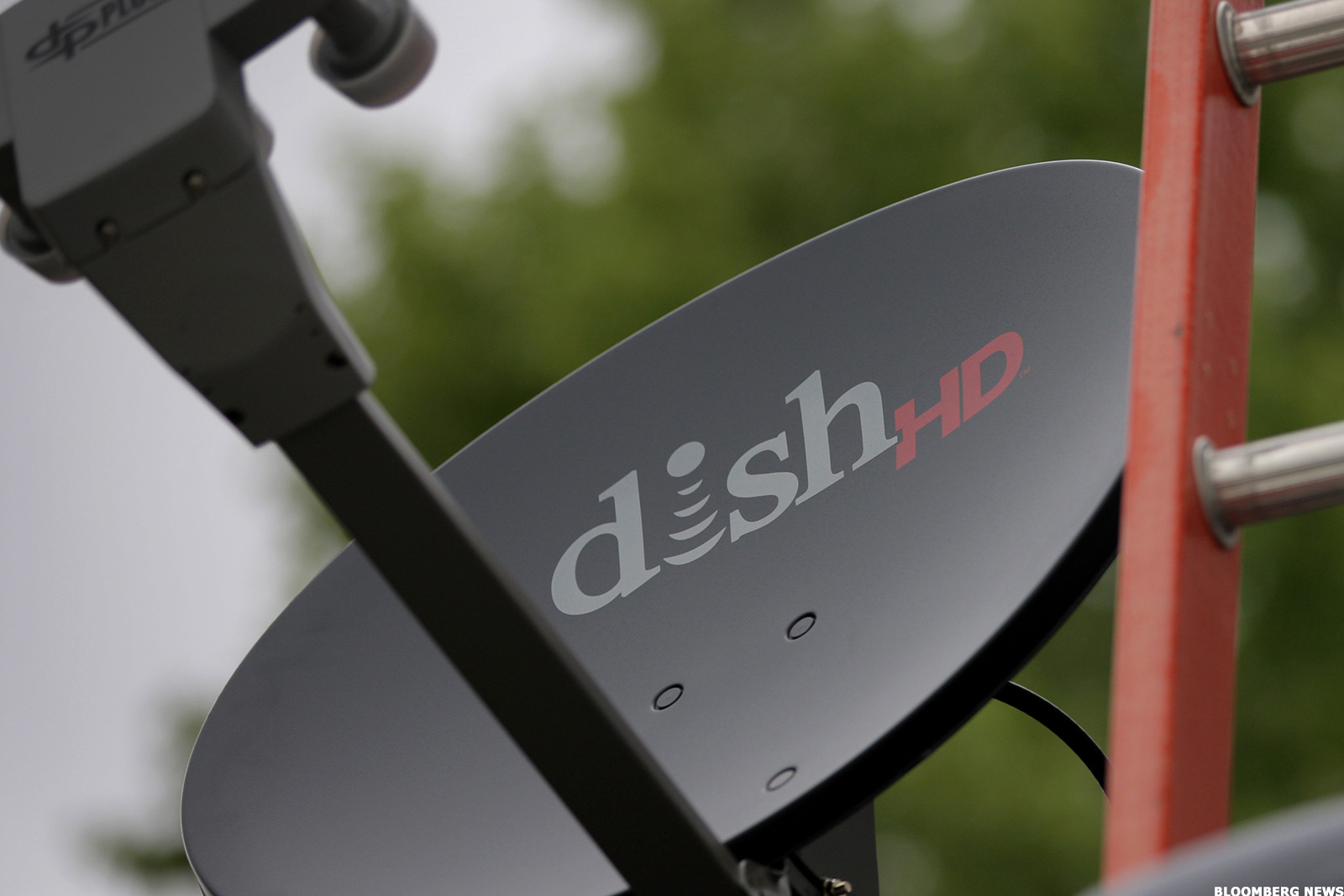 Dish Exec Att Time Warner Merger Would Be Lose Lose For Rival Pay
