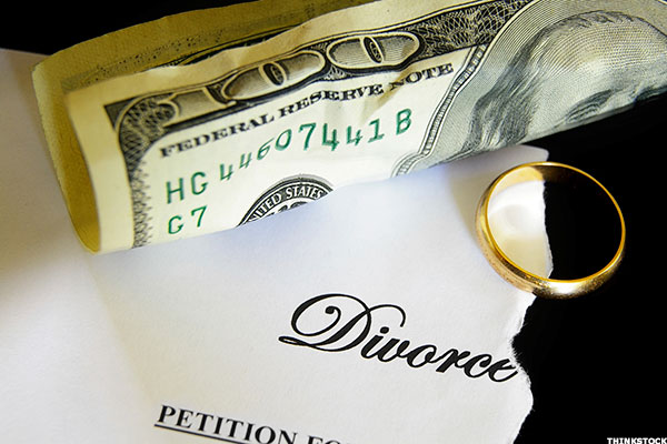 Does divorce lead to identity theft how to protect yourself thestreet does divorce lead to identity theft how to protect yourself solutioingenieria Images
