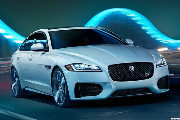 12 Hot Luxury Cars With Impressive Fuel Economy