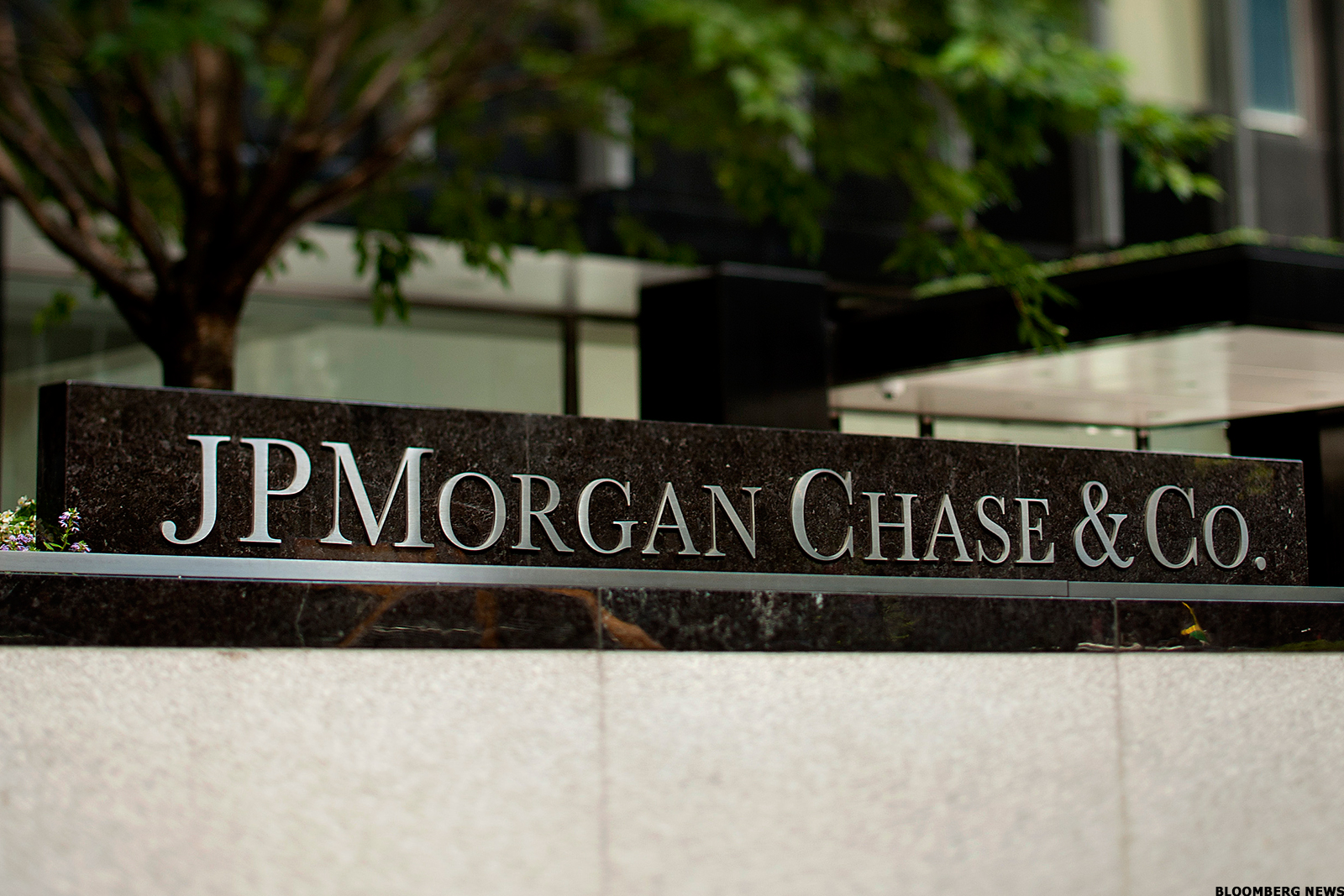 Jpmorgan Chase Jpm Replaces Wells Fargo As Largest U S