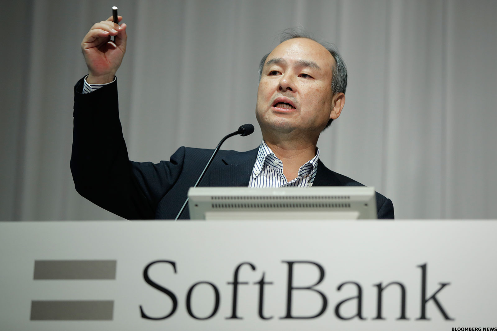 softbank ceo vows to cut debt with 39 berkshire hathaway. Black Bedroom Furniture Sets. Home Design Ideas