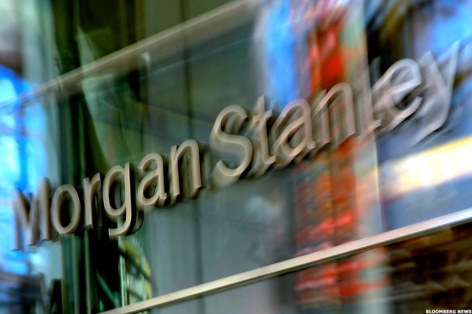 Morgan Stanley Ms Outshines Banking Rivals With 300