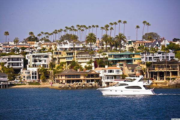 The 15 least affordable places to live in america thestreet for Good places to live in california