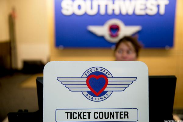 BidaskClub Lowers Southwest Airlines Company (LUV) to Hold