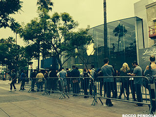 Again, Apple Proves It's Smarter Than a Dumb Crowd