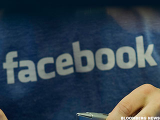 As Privacy Concerns Weigh, Facebook Gets Mobile Better Than Anyone Else