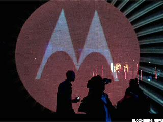 Motorola Mobility Swings to a Profit, Briefly