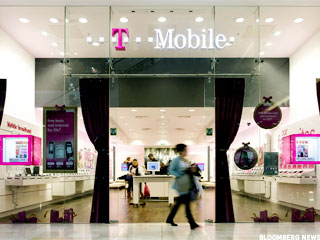 Why T-Mobile (TMUS) Is Losing Ground Tuesday