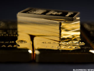 Gold Prices Gain as Dollar Pressure Mounts (Update 1)