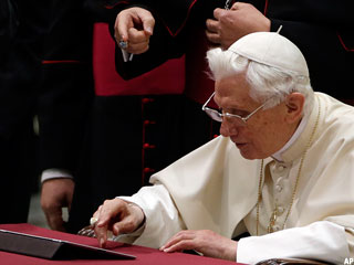 Pope Sends Tweets With His iPad