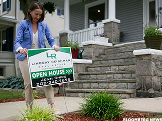 Home Values Slow, Turning Housing Market 'Dicey'
