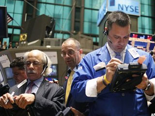 Stocks Taper Off; Dow Drops Triple Digits