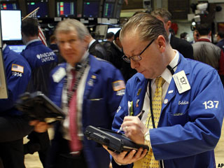 Stocks Finish Mixed on Consumer Sentiment Disappointment