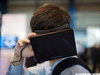 Facebook, Samsung Developing New Virtual Reality Device: Report