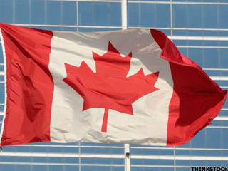 Falling Canadian Dollar Boosts Appeal of Canadian Stocks