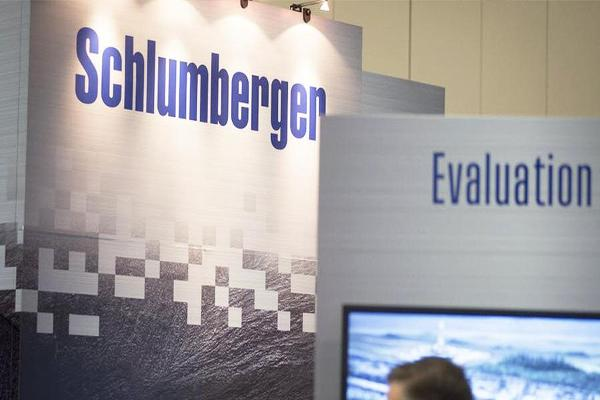 Closing Bell: Schlumberger Falls on Weak Third Quarter; U.S. Stocks Mixed