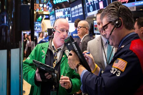 Closing Bell: Wedbush Backs Fitbit Growth; U.S. Stocks Snap Streak