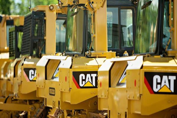 Closing Bell: Caterpillar Drags Wall Street From Records; Stocks End at Session Lows
