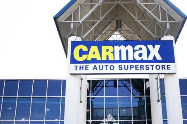 CarMax Shares Slide on Profit Miss in Latest Quarter