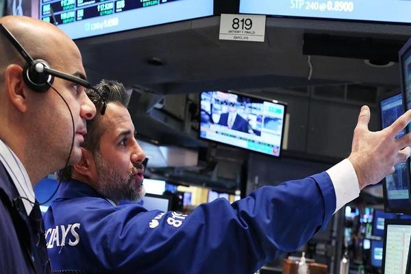 Stocks Reach Record Highs as Oil Gains Steam; Twitter App Coming to Apple TV?