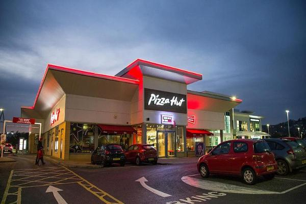 Pizza Hut Is Losing the War for Your Order