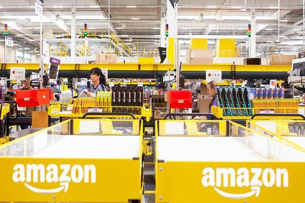 Amazon to Hire 120,000 Workers for Busy Holiday Shopping Season