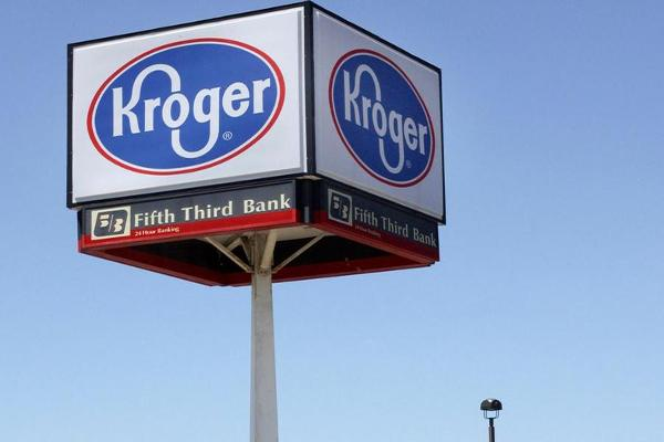 Kroger Narrows Profit Forecast as Food Prices Fall