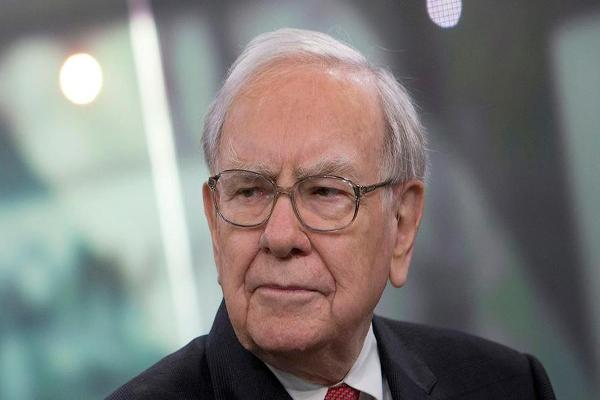 Warren Buffett's Berkshire Hathaway Buys Stakes in Shares of U.S. Airlines