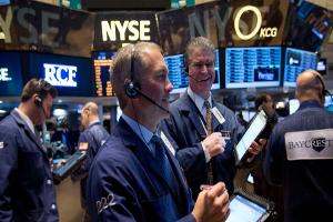 Closing Bell: Dow Ends Above 19,000; Wall Street Scores More Records