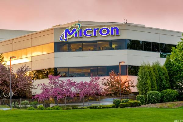 Jim Cramer: I Remain Constructive on Micron Shares