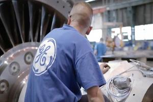 What to Watch Friday: GE and American Airlines Report Earnings