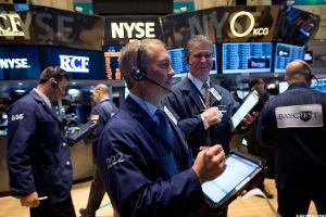 Midday Report: Michaels Tumbles After Surprise Comps Drop; Crude Oil Tumbles