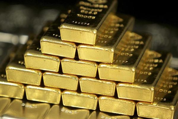 Gold Hits 15-Month High; Expect More Dollar Weakness Says Peter Hug