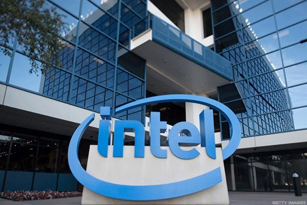 Intel, Trump Tout Billion-Dollar Chip Plant That Will Create Thousands of Jobs