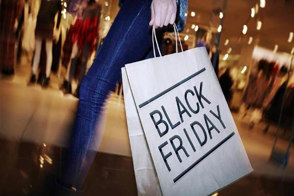Amazon, Best Buy, Walmart Are Retail Winners Over Black Friday Weekend -- Moody's Analyst